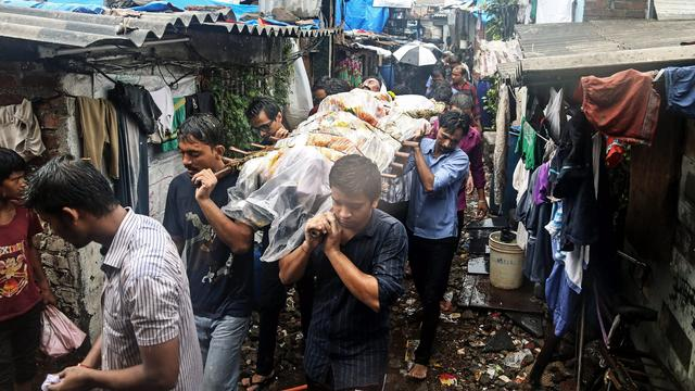 Meer dan honderd doden door giftige drank India