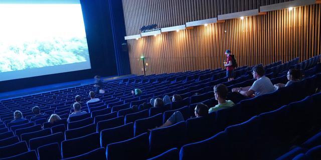 Bioscopen, stadions en theaters starten begin 2021 proef met meer bezoekers