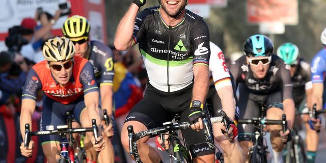 Cavendish schrijft eerste etappe Ronde van Abu Dhabi op zijn naam