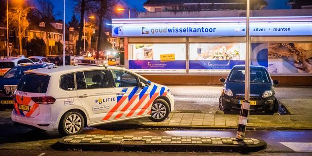 Arrestatie na werpen van mes in been op Pieter Floriszstraat in Alphen