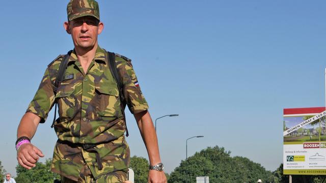 Militairen Vierdaagse wonen herdenking ereveld Groesbeek bij
