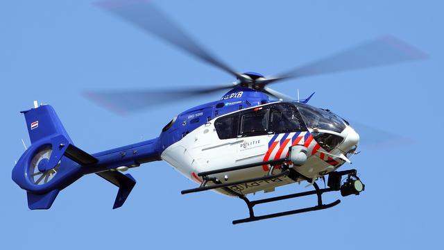 Politiehelikopter oefent boven Leiden