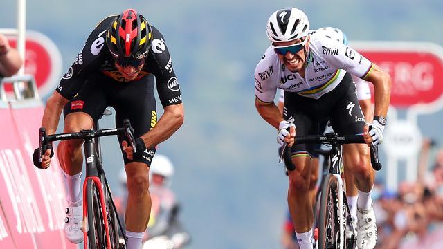 Julian Alaphilippe vocht in de Ronde van Groot-Brittannië een aantal duels uit met Wout van Aert.