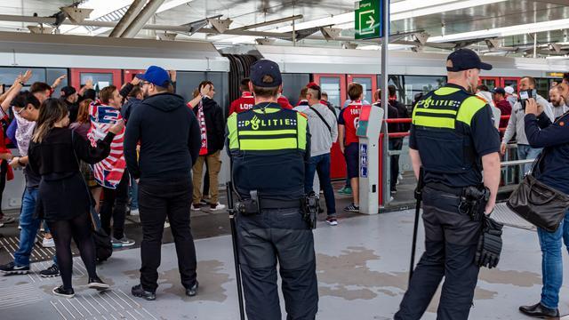 Ruim 300 Franse voetbalfans in Amsterdam opgepakt voor ordeverstoring