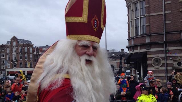 Demonstratie bij uittocht Sinterklaas op Museumplein
