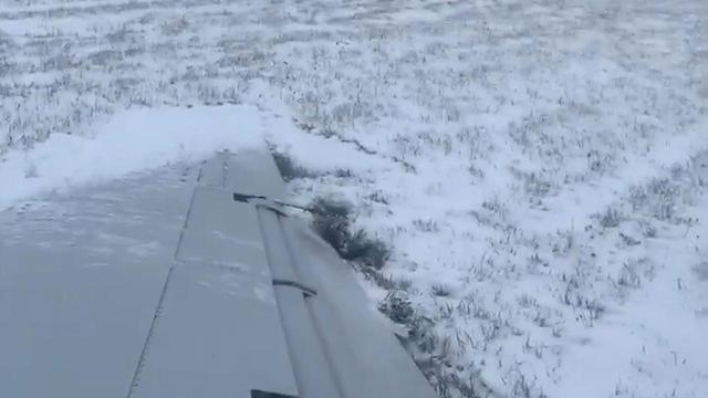 Vliegtuig glijdt van de landingsbaan in Chicago