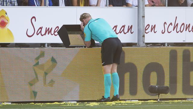 Scheidsrechtersbaas Van Egmond niet ontevreden over start VAR in Eredivisie