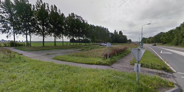 Vermoedelijk aangestoken autobrand aan Halsterseweg in Steenbergen