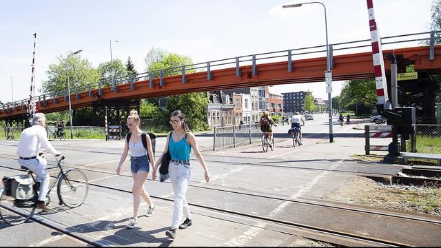Spoorwegovergang Paterswoldseweg bijna jaar dicht voor auto's