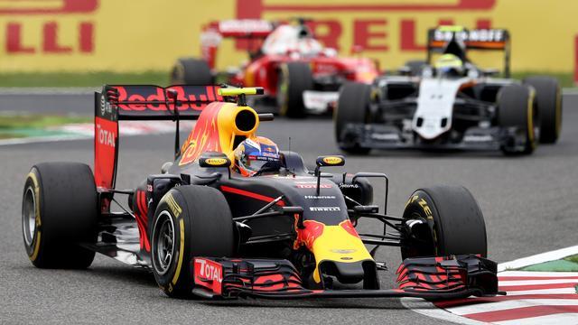 Mercedes ziet op verzoek Hamilton af van protest tegen Verstappen