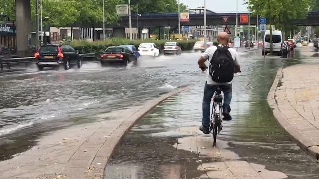 Straten staan blank in Rotterdam-Zuid