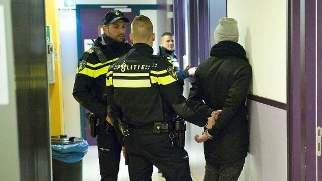 Vier personen die nog celstraf moeten uitzitten aangehouden in Den Haag