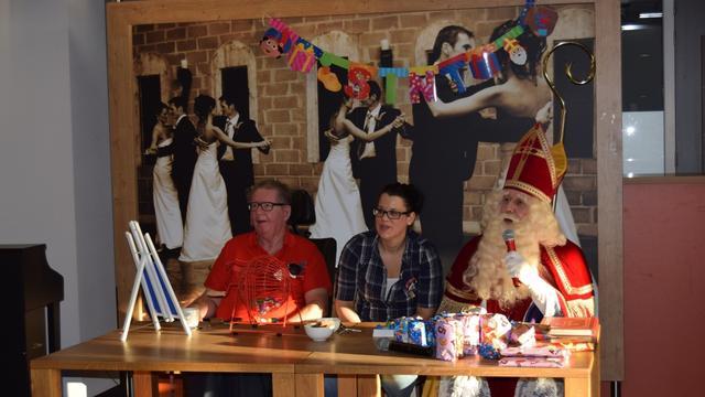 Sinterklaas speelt bingo in verpleeghuis Oudshoorn