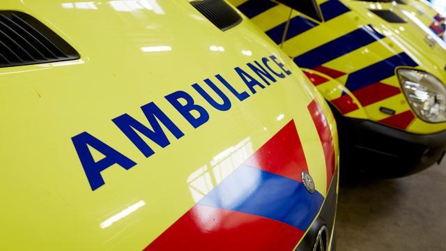Scooterrijder gewond bij botsing met tram Nieuwezijds Voorburgwal