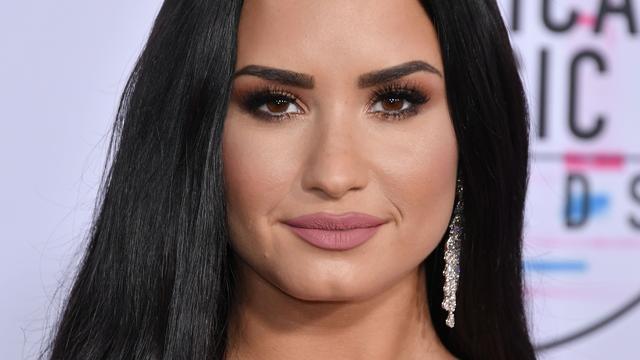 Uit afkickkliniek ontslagen Demi Lovato deelt foto vanuit stemlokaal