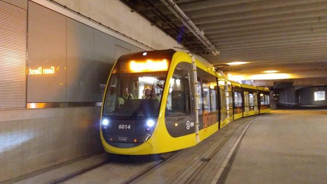 Eerste Uithoflijntram rijdt zelfstandig door Utrechts stationsgebied