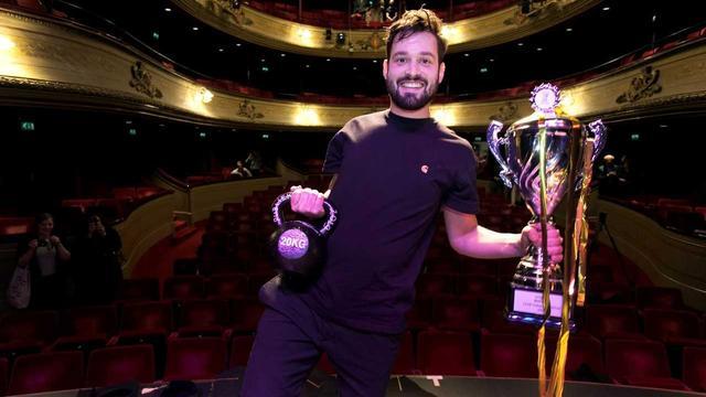 Jasper van der Veen wint jury- en publieksprijs Leids Cabaret Festival
