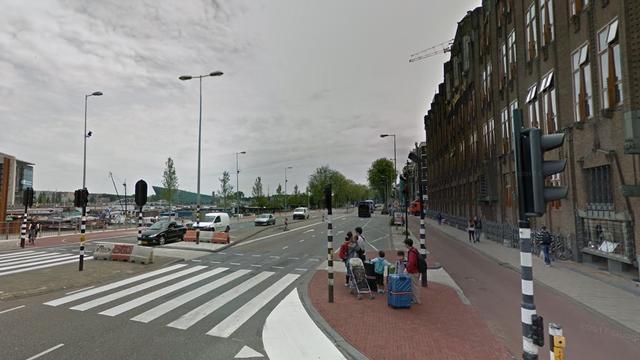 Bezorgbusje Amsterdam afgebrand door schuivende verwarmingsplaten