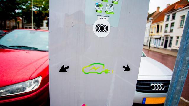 Stad Groningen krijgt vierhonderd elektrische laadpalen