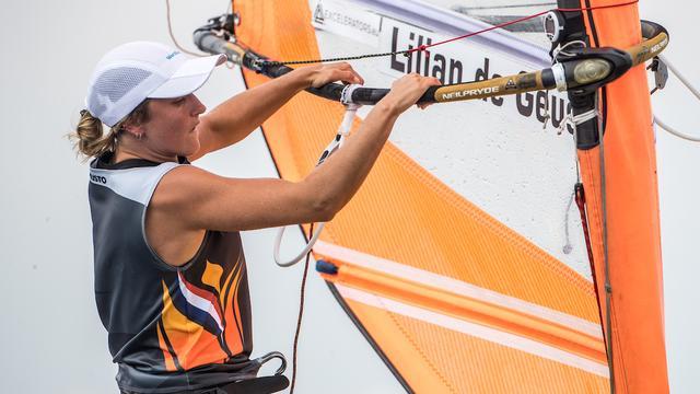 De Geus verliest op voorlaatste dag koppositie op WK windsurfen