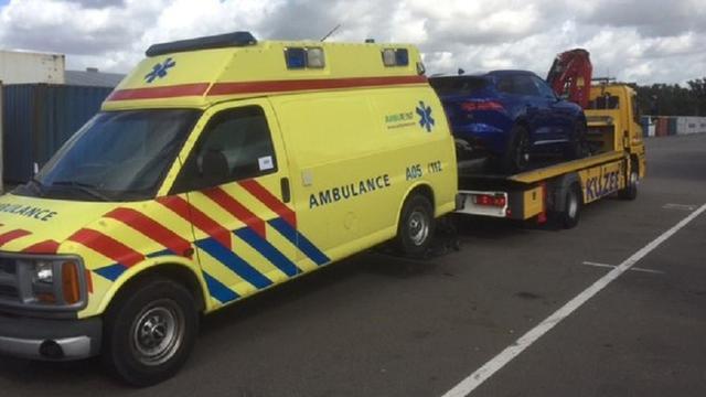 Politie vindt twee miljoen euro in dak van ziekenwagen