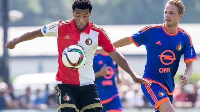 Van Geel in gesprek met door Feyenoord-supporters uitgescholden Vilhena