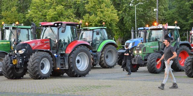 Boeren blokkeren ingang distributiecentrum Albert Heijn in Zaandam