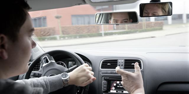 Ministerie onderzoekt verplichte gedragsverklaring rij-instructeurs