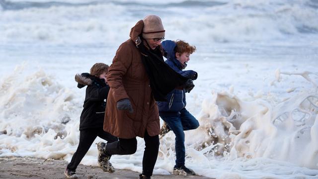 Westerstorm teistert Zeeland, eerste stormkracht in Vlissingen