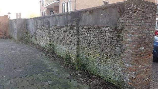 Slecht onderhoud bij muur Dumontsdreef