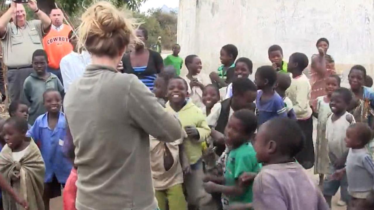 Afrikaanse kinderen dolenthousiast bij eerste keer horen viool