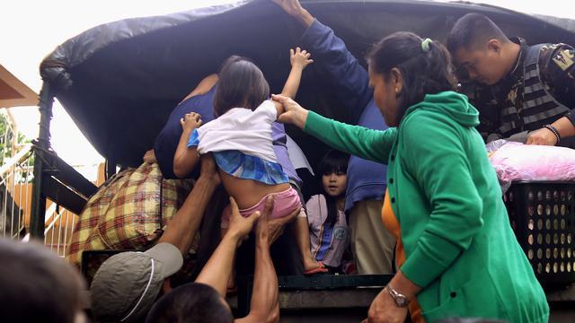 Tyfoon Nina iets afgezwakt op de Filipijnen