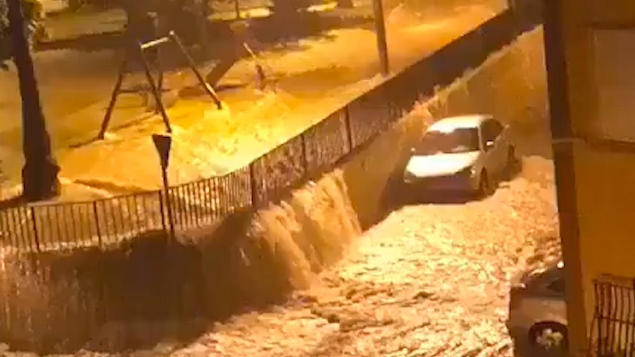 Straten staan blank door zware regenval aan oostkust Spanje