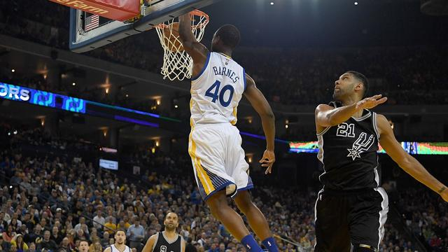 Warriors verslaan Spurs en maken nog kans op NBA-record