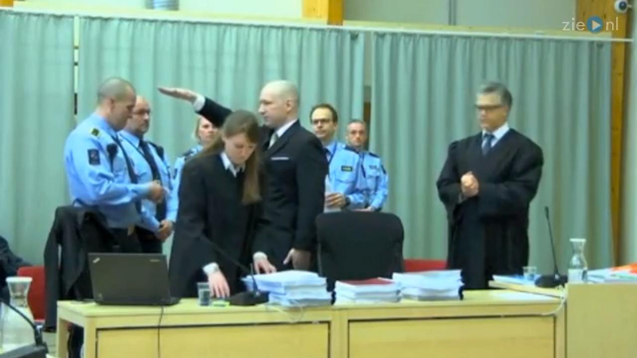 Breivik brengt Hitlergroet in rechtszaal