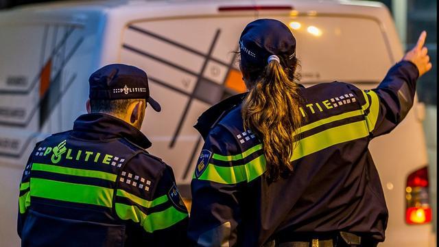 Amsterdamse politie bekeurt tweetal dat 80 meter hoge hijskraan beklom
