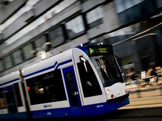 Tram op IJburglaan in botsing gekomen met auto