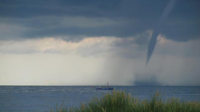 Code geel voor Oost-Nederland om windhozen boven IJsselmeer