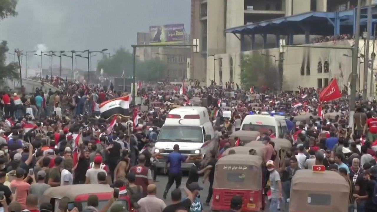 Tientallen doden bij massale protesten in Bagdad