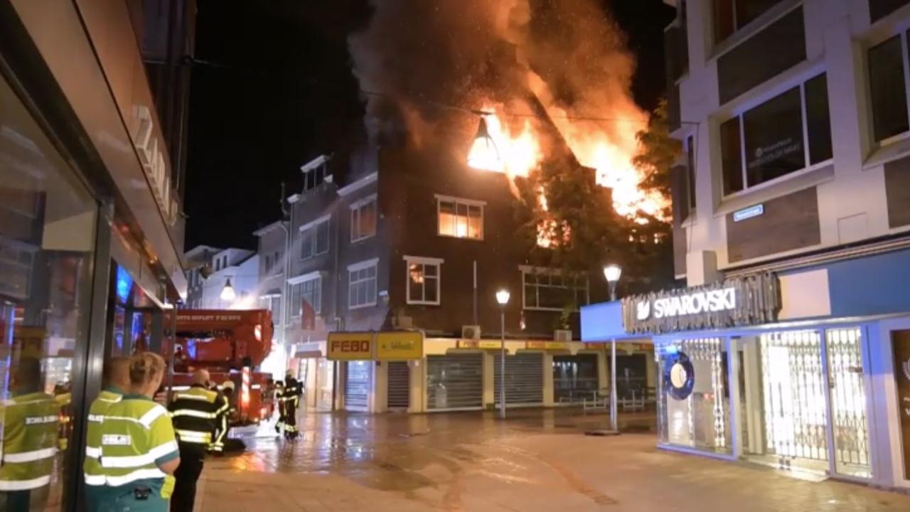 Brandweer blust grote brand in monumentaal pand Tilburg