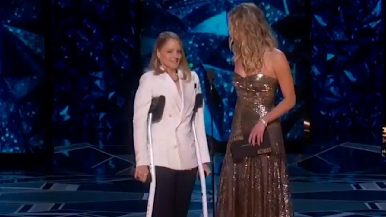 Jodie Foster loopt 'door Meryl Streep' op krukken bij Oscars