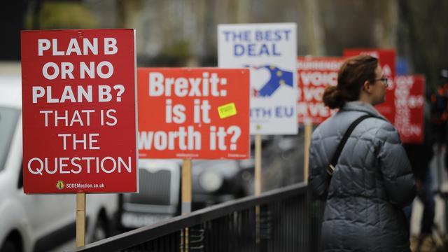 Britse regering: 'No deal-Brexit' maakt economie VK tot 9 procent zwakker