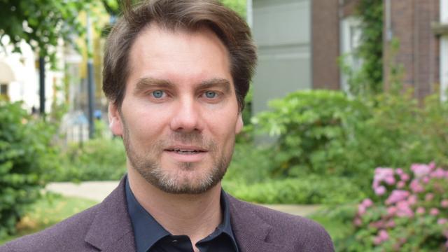 Auke Hulst wint Bob den Uyl Prijs voor beste reisboek