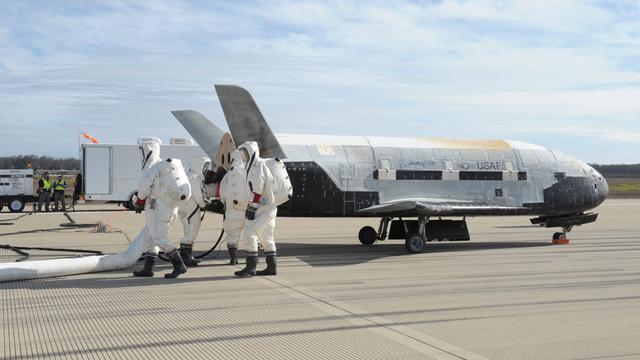Experimentele Amerikaanse 'mini-shuttle' terug op aarde