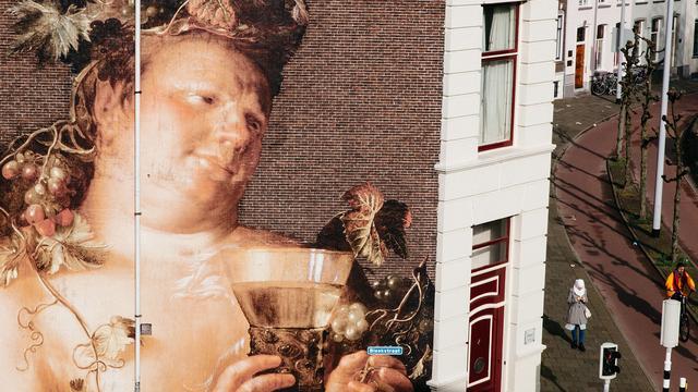 Metershoge replica's van meesterwerken in binnenstad
