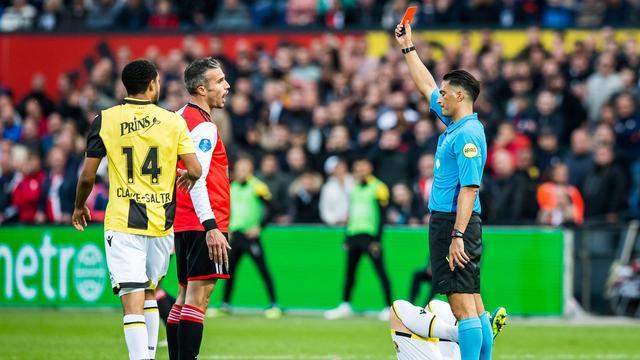 Matchwinner Van Persie snapt niks van rode kaart tegen Vitesse