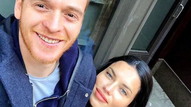 Model Adriana Lima en Turkse schrijver Metin Hara maken eind aan relatie