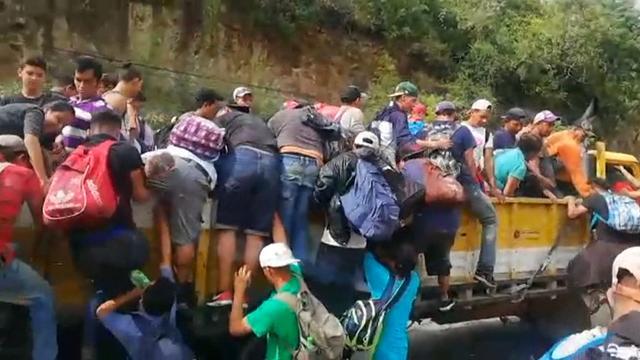 Grote karavaan migranten trek naar Amerikaanse grens