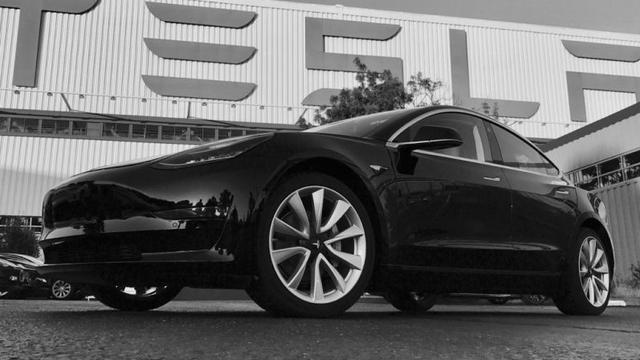 Aandeel Tesla opent wederom lager na alarmerend interview
