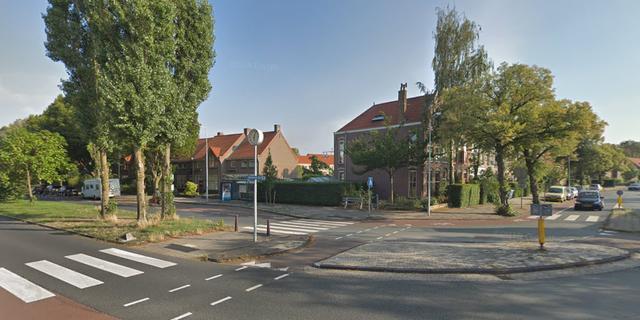 Botsing tussen fietser en auto op rotonde bij Herenstraat, geen gewonden